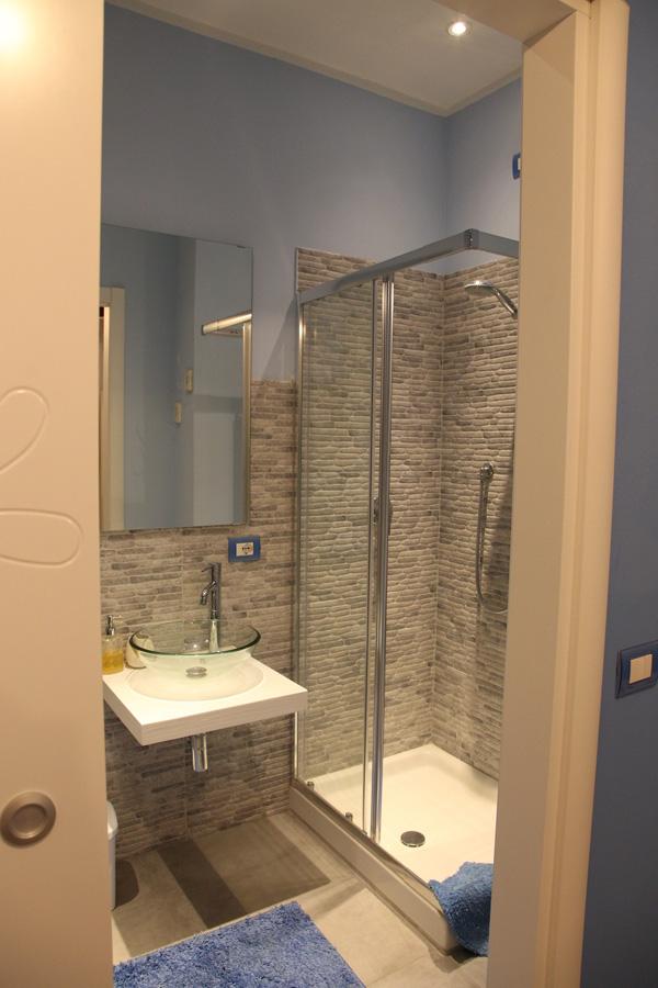Le stanze del nostro b b 3 camere da letto e sala colazione - Bagno in camera ...